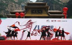 泉州景勝地で最初の四角いダンス競技がスタート