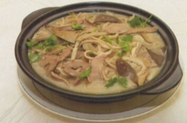 缶と羊のスープ