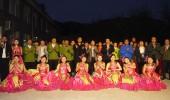 「国慶節を迎える」太旅株式組合は八泉峡の索道へ行って文芸パーティーを慰問した